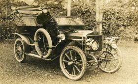 1904 or 6 Minerva 4 cyl. I was on this job 6 weeks owing to regular driver being sick. I was an apprentice with Dunlop Motor Co. at the time.