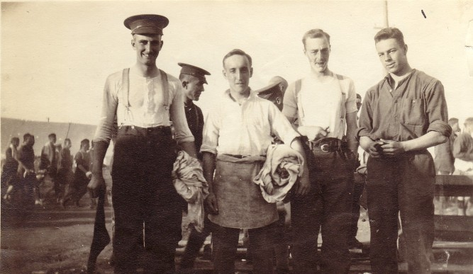 Pte. Goldwin McCausland Pirie, 1st Bn on right. Courtesy: M. I. Pirie collection.
