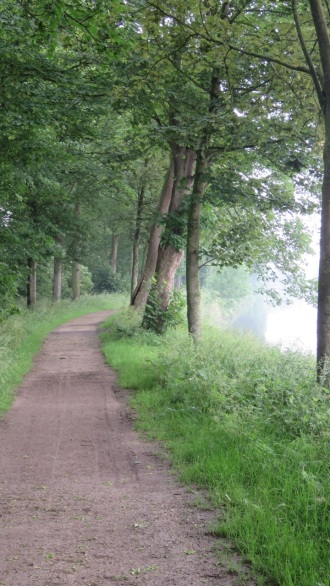 The footpath along Zillebeke Lake