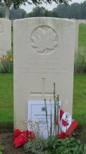Marc Edward Berton's grave at Railway Dugouts Burial Ground (Transport Farm) in June 2016